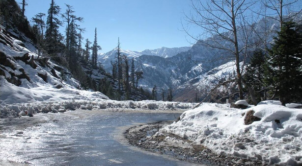 hill stations in india with snowfall from Delhi-Manali